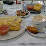 Desayuno cafetería candela tostada con tomate guzman el bueno madrid