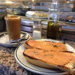 Desayuno tostadas con tomate cafeteria longares madrid