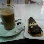 Café y bollo chocolate desayuno el horno de encomienda desayunar en madrid