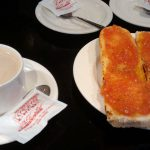 Desayuno Café y tostada de tomate la Escalera del 34