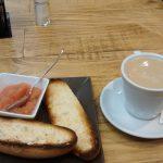Desayuno Café y tostada tomate la Qchara dePachi Capitán Haya 50