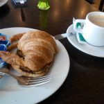 Desayuno Cafe y Croissant Plancha Arturo Delfines Plaza República Argentina