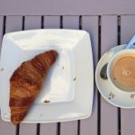 Desayuno café croissant Café Bistro Instituto francés