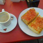 Desayuno café tostadas con tomate cervecería cascorro madrid 1