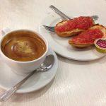 Desayuno café tostadas tomate café mies