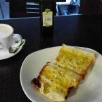 Desayuno café y tostada con aceite el pescador las tablas