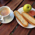 Desayuno café y tostada tomate Museo Arqueológico Nacional