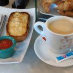 Desayuno café y tostada tomate cafetería chikito diego de león 20