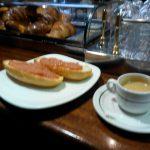 Desayuno café y tostadas con tomate cafetería gobolem desayunar en madrid
