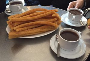 Desayuno chocolate con churros San Ginés desayunar en madrid
