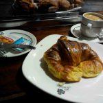 Desayuno croissant cafetería gobolem desayunar en madrid