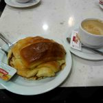 Desayuno croissant cafetería santillana issac peral desayunar en madrid