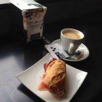 Desayuno montado jamón y café la garriga calle serrano 1