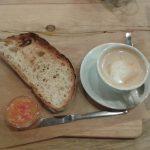 Desayuno tostada con tomate the litlle big café desayunar en madrid