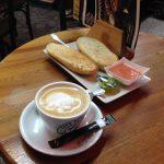 Desayuno tostadas con tomate Café de Indias Plenilunio Madrid