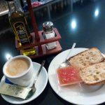 Desayuno tostadas con tomate La Tertulia desayunar en madrid