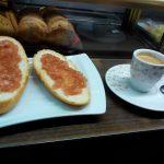 Desayuno tostadas con tomate cafetería joyal guzmán el bueno madrid