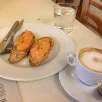Desayuno tostadas con tomate cafetería la piola calle león desayunar en madrid