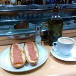 Desayuno tostadas con tomate cafetería mijas madrid