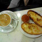 Desayuno tostadas con tomate cafetería santillana desayunar en madrid