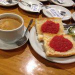Desayuno tostadas con tomate cervecería huete chamberí