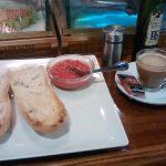 Desayuno tostadas con tomate donde siempre generl oraa