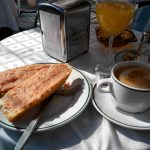 Desayuno tostadas con tomate terraza sotoverde santa engracia madrid