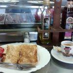 Desayuno tostadas tomate Taberna Don Carmelo
