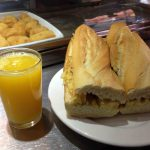 Desayuno zumo y tortilla café bar toledano avenida de asturias 1