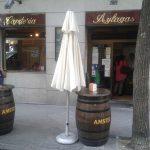 Entrada Cafetería Aylagas Barriles