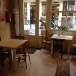 Interior Cafetería La Piola Calle León Desayunar en Madrid