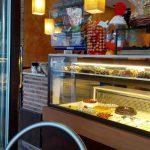 Mostrador tartas Caprichos Las Tablas Desayunar en Madrid