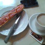 Tostada con tomate y café cafetería Aylagas