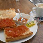 Tostadas con tomate encascarados calle santa engracia 141