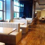Zona de mesas cafetería bamberg desayunar en las tablas madrid 1