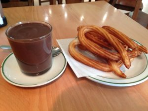Chocolate con churros Cafetría Shiray Cazadesayunos