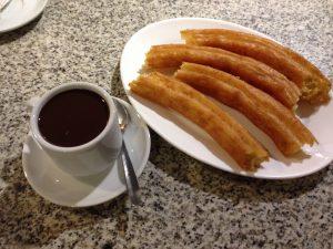 Chocolate con porras Cafetería La Cocktelera